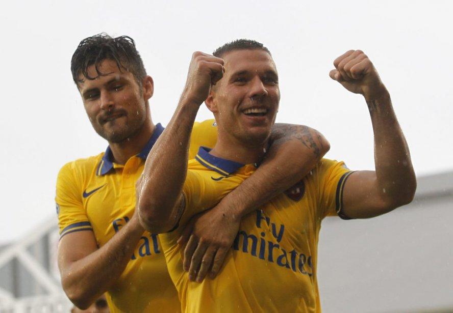 Olivier Giroud (1) etLukas Podolski (2) ont marqué... (Photo Sang Tan, AP)