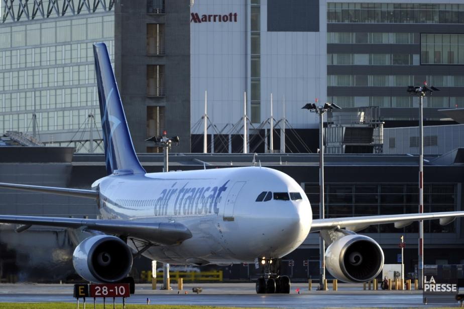 Un avion d'Air Transat ayant quitté... (PHOTO BERNARD BRAULT, ARCHIVES LA PRESSE)