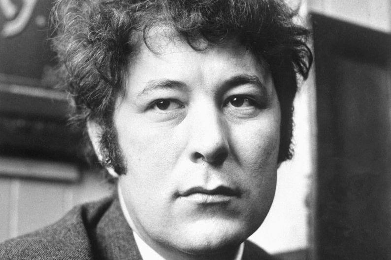 Le poète irlandais Seamus Heaney, prix Nobel de... (Photo AP)