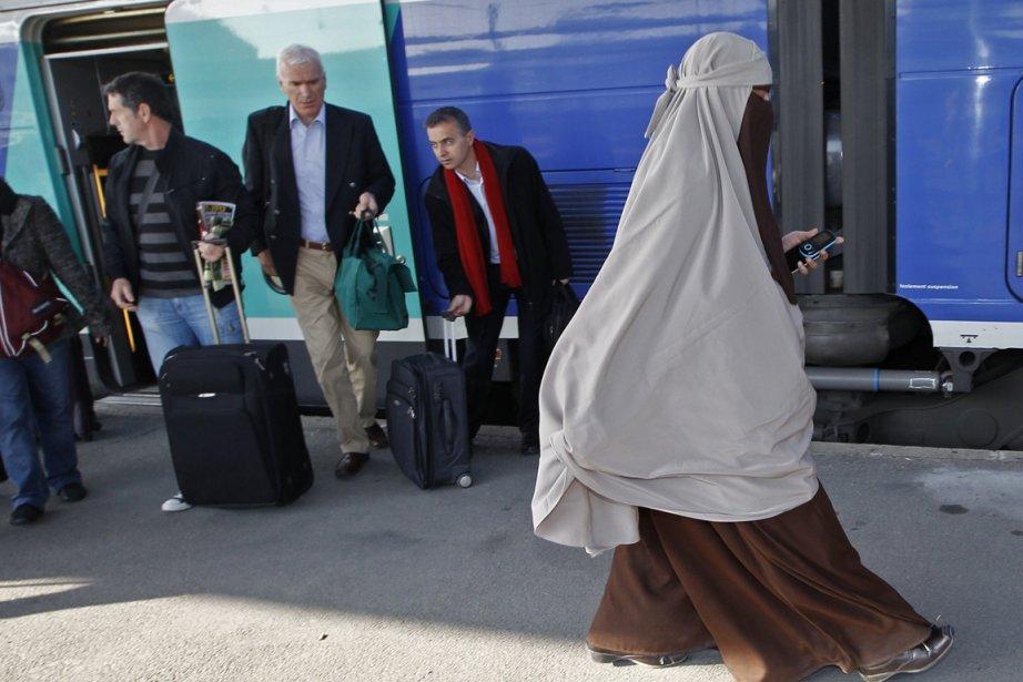 Le projet de charte est encore plus intolérant... (PHOTO ARCHIVES REUTERS)