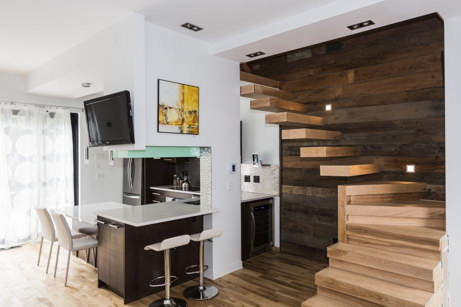 hauteur comptoir cuisine cheap une petite cuisine avec rangements en hauteur with hauteur. Black Bedroom Furniture Sets. Home Design Ideas