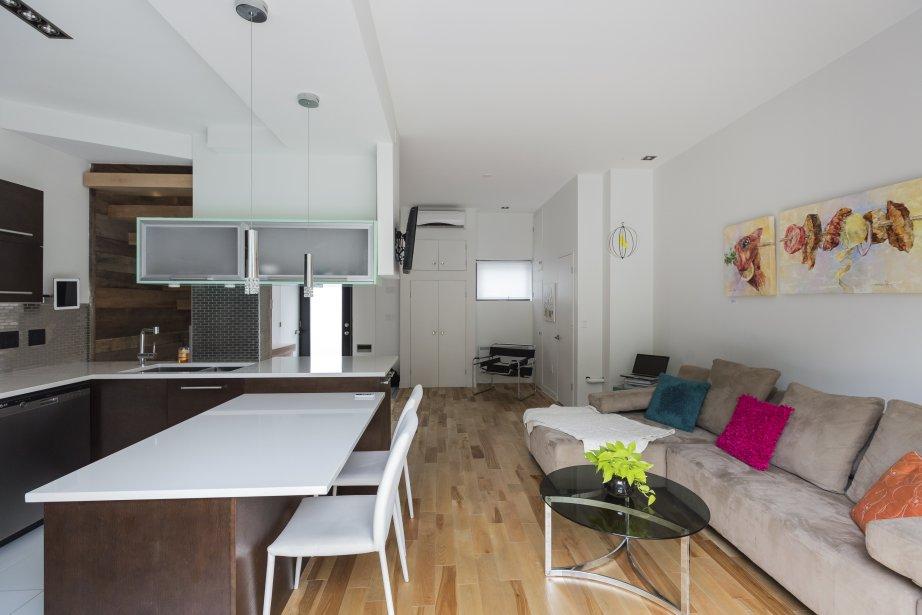 plateau mont royal tout nouveau tout beau pierre desch nes maisons de luxe. Black Bedroom Furniture Sets. Home Design Ideas
