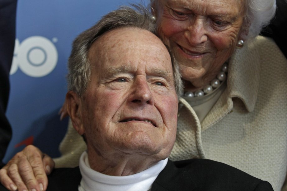«Ma femme Barbara et moi pleurons la mort... (Photo Charles Krupa, archives Associated Press)