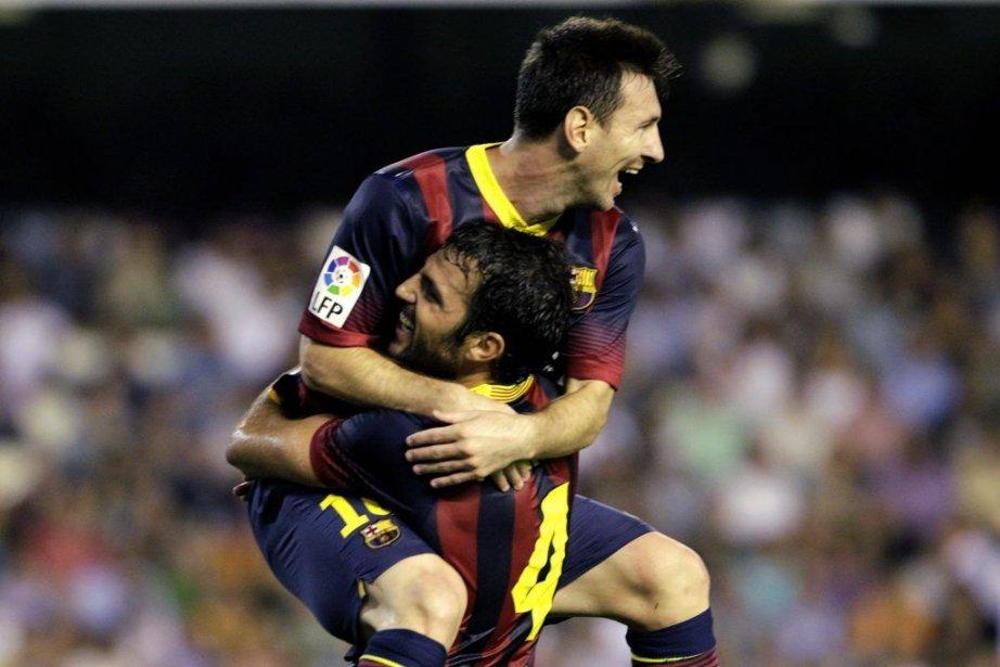 Lionel Messi (10) a sauté dans les bras... (PHOTO HEINO KALIS, REUTERS)