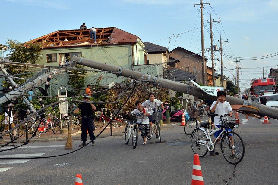La tornade a détruit des habitations, retourné des... (PHOTO YOSHIKAZU TSUNO, AGENCE FRANCE PRESSE)