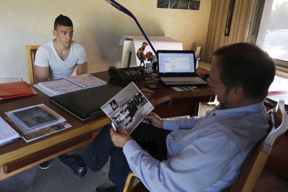 Un bachelier en administration des affaires, spécialisé en... (Photo Regis Duvignau, Archives REUTERS)