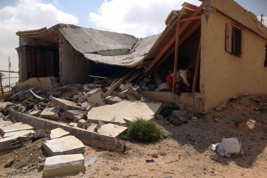 Les bulldozers de l'armée ont démoli au moins... (Photo AFP)