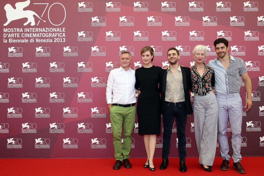Michel Marc Bouchard, Evelyne Brochu, Xavier Dolan, Lise Roy et Pierre-Yves Cardinal, quelques instants avant la projection de «Tom à la ferme». | 3 septembre 2013
