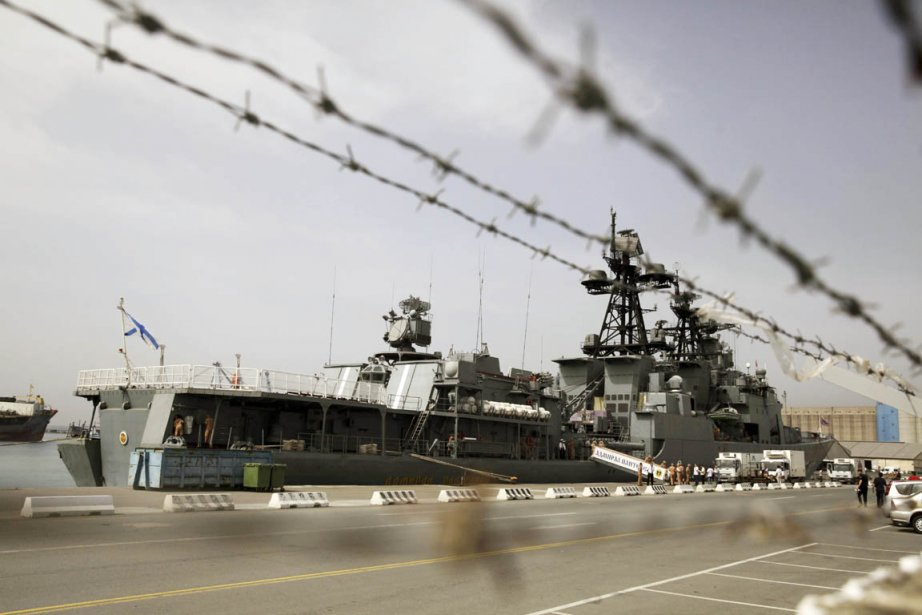 Venant de la mer Noire, le navire de... (PHOTO YIANNIS KOURTOUGLOU, AFP)