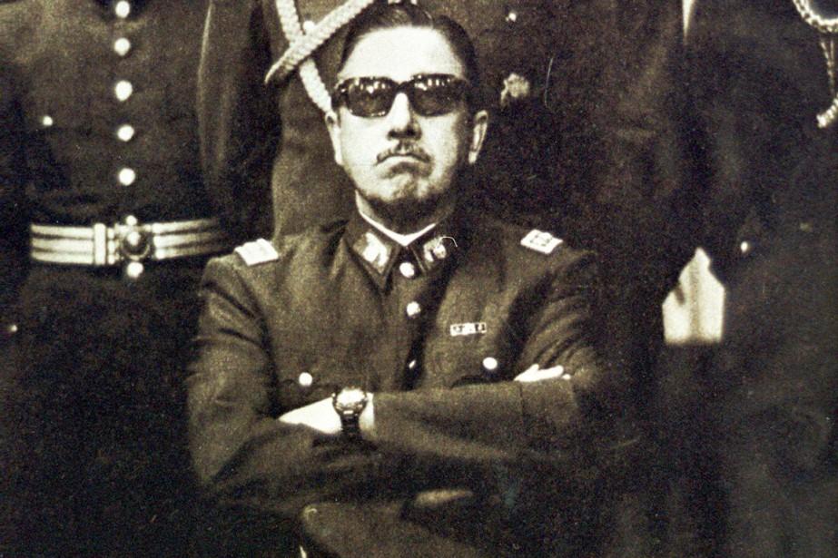 Le général Pinochet est photographié à Santiago, quelques... (PHOTO ARCHIVES AFP)