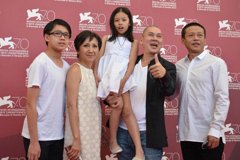 Le réalisateur de «Stray Dogs», Tsai Ming-Liang, avec les acteurs Lee Yi-Cheng, à gauche,, Lu Yi-ching, la jeune Lee Yi-chieh et Lee Kang-sheng. | 5 septembre 2013