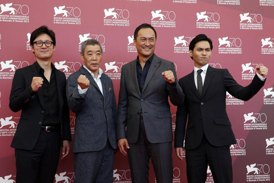 Sang-il et les acteurs Ken Watanabe, deuxième à droite, Akira Emoto, deuxième à gauche, et Yuya Yagira défendent le film «Unforgiven» à Venise. | 6 septembre 2013