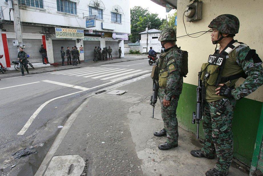 Quelque 800 militaires ont été déployés à Zamboanga.... (PHOTO ASSOCIATED PRESS)