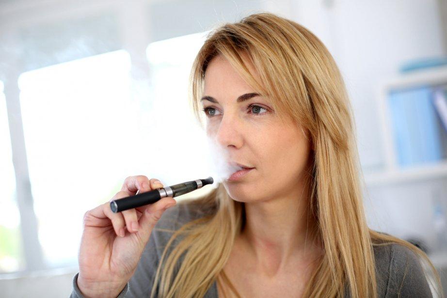La cigarette électronique est au moins aussi efficace pour... (Photo RelaxNews)