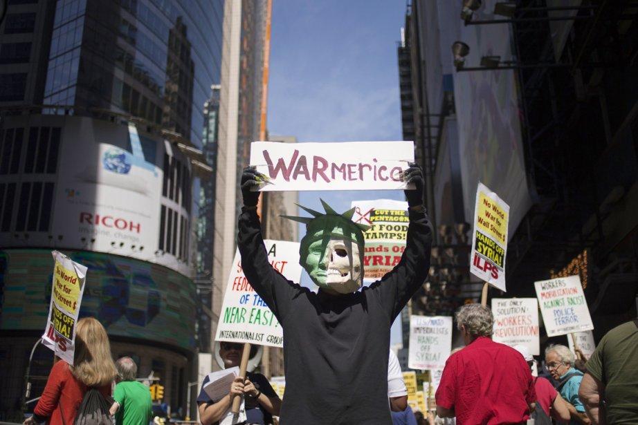 Des activistes ont manifesté leur opposition à des... (PHOTO ADREES LATIF, REUTERS)