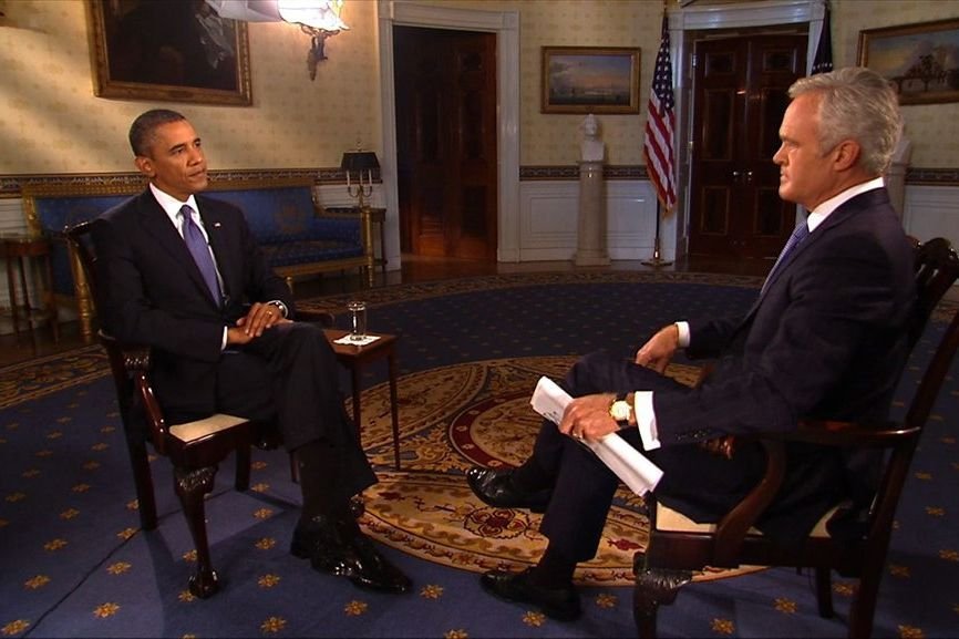 Scott Pelley, de la chaîne CBS, interviewe Barack... (Photo CBS News/Reuters)