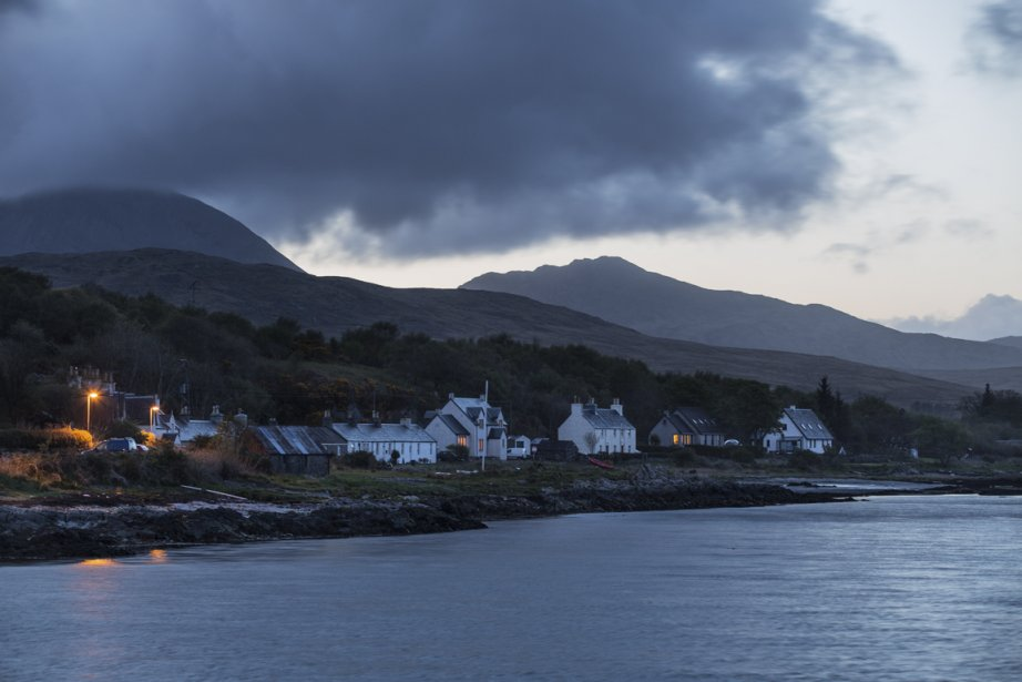 Petite île au large d'Islay, Jura compte 200 habitants.... | 2013-09-10 00:00:00.000