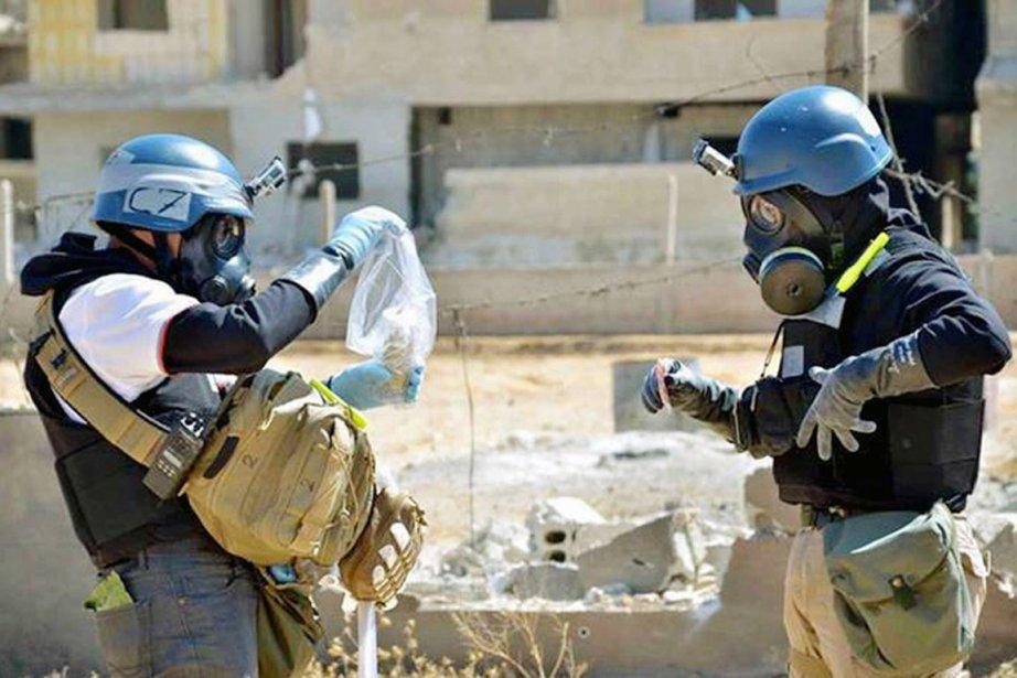 Des inspecteurs de l'ONU récoltent des échantillons de... (PHOTO ARCHIVES AP)