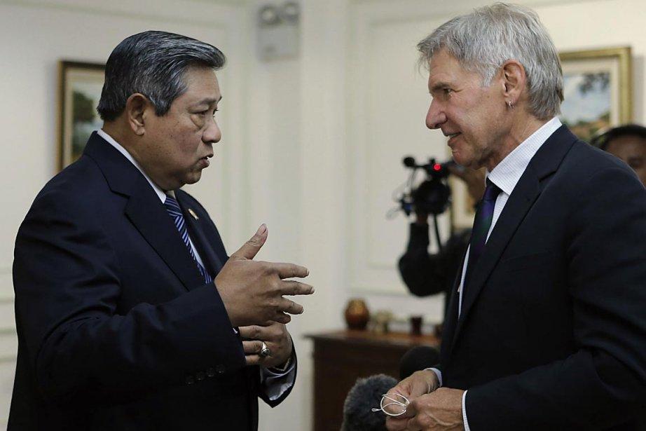 Harrison Ford, à droite, et le président indonésien,... (PHOTO AFP)