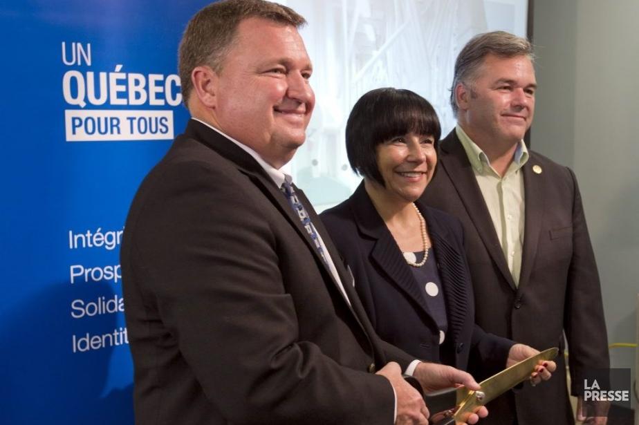 Le président des Minoteries ADMMark Kolkhorst, la ministreÉlaine... (PHOTO ALAIN ROBERGE, LA PRESSE)