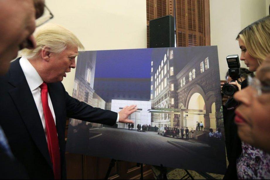 DonaldTrump a présenté mardile projet de futur hôtel... (PHOTO KEVIN LAMARQUE, REUTERS)
