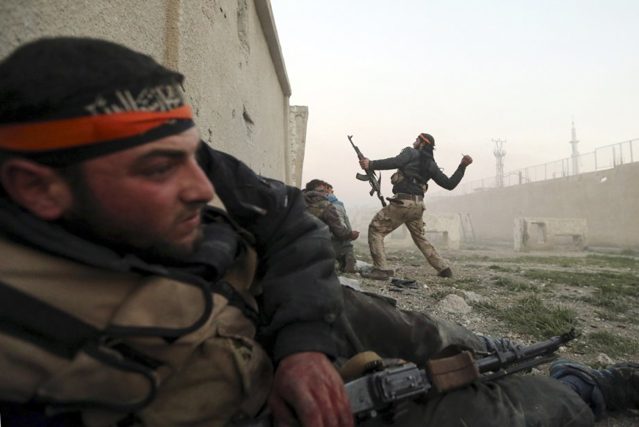 Des combattants de l'ASL combattent les troupes du... (PHOTO GORAN TOMASEVIC, ARCHIVES REUTERS)