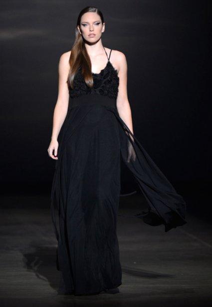 Une robe avec voilage de Dinh Ba. (Photo Bernard Brault, La Presse)