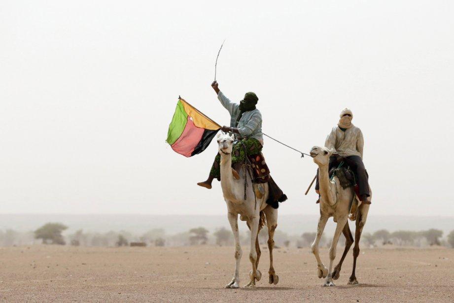 Le MNLA -dont on voit un homme tenir... (PHOTO KENZO TRIBOUILLARD, ARCHIVES AFP)