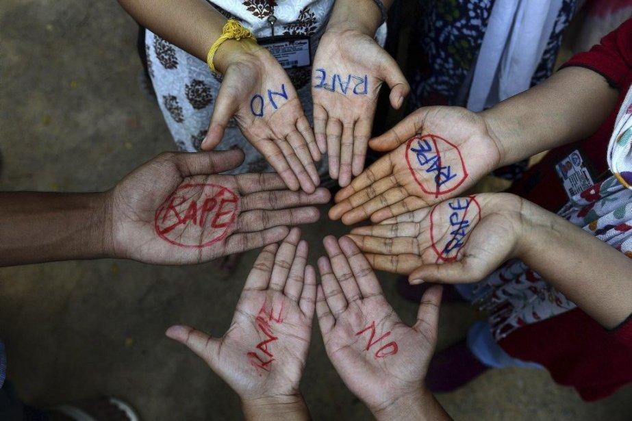 Des étudiantes manifestent contre le viol à Hyderabad... (Photo AFP)