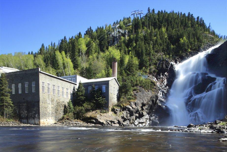 Le moulin au pied de la chute Ouiatchouan. (Photo fournie par Val-Jalbert)