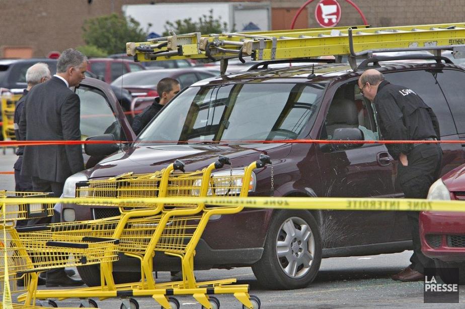 L'homme semble avoir été tiré à travers la... (Photo Patrick Sanfaçon, La Presse)