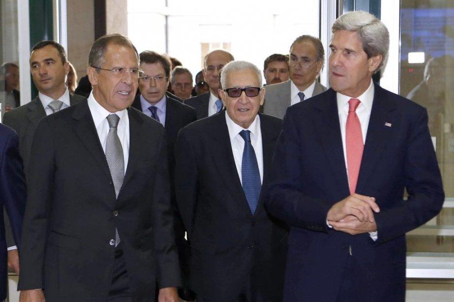 Le secrétaire d'État John Kerry et le ministre... (Photo AFP)