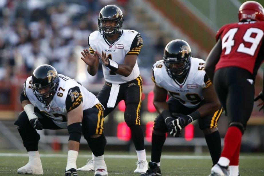Le quart-arrière des Tiger-Cats, Henry Burris, a atteint... (Photo Jeff McIntosh, La Presse Canadienne)