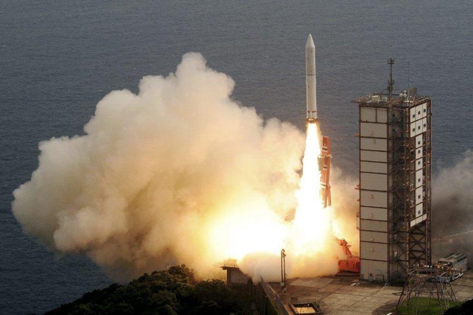 L'Epsilon, engin de 24 mètres de haut pour... (PHOTO JIJI PRESS, AFP)