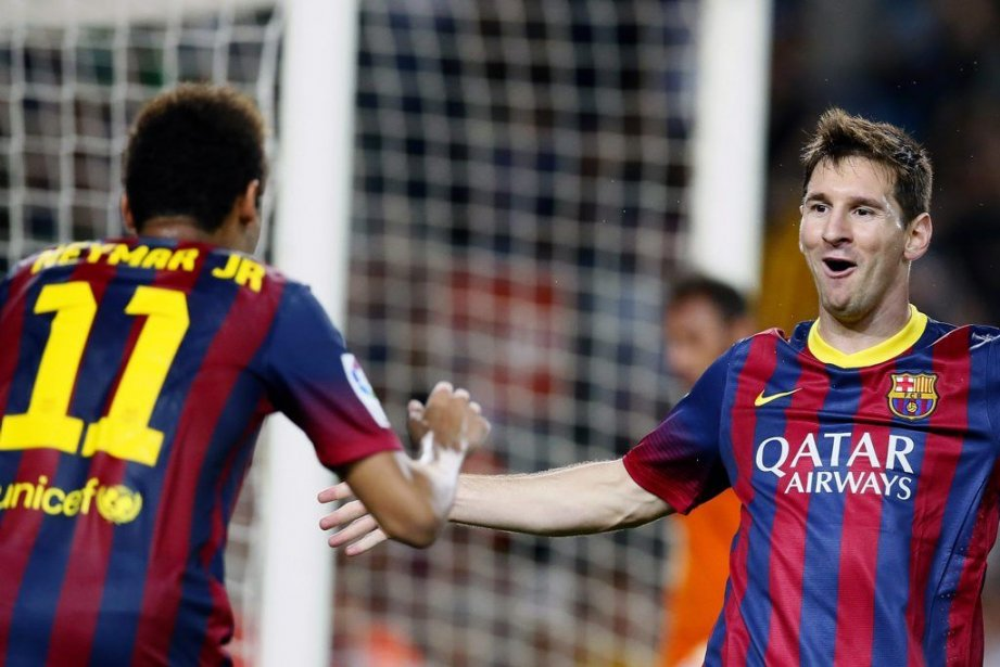 Lionel Messi (à droite) et Neymar.... (PHOTO GUSTAU NACARINO, REUTERS)