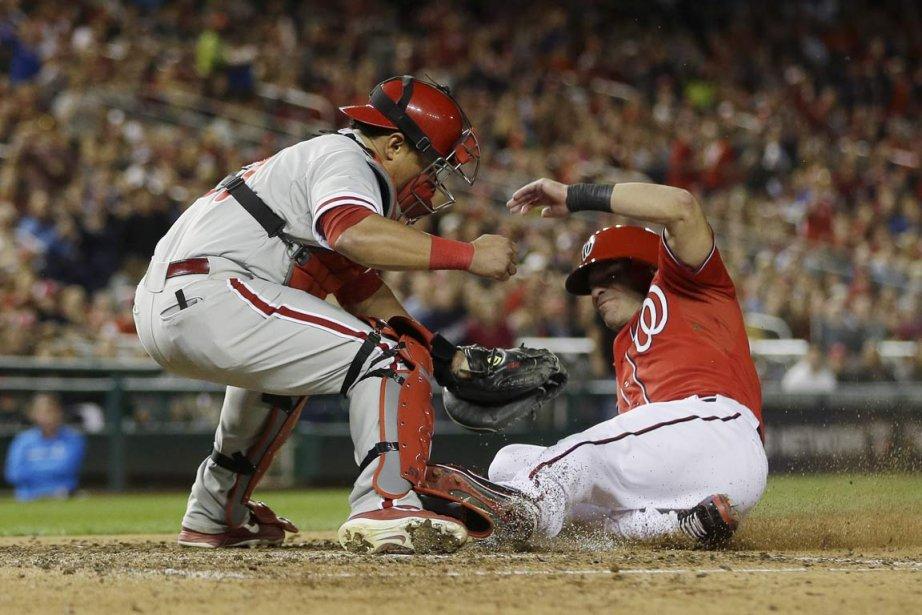 Carlos Ruiz a frappé deux doubles et produit... (PHOTO PABLO MARTINEZ MONSIVAIS, AP)