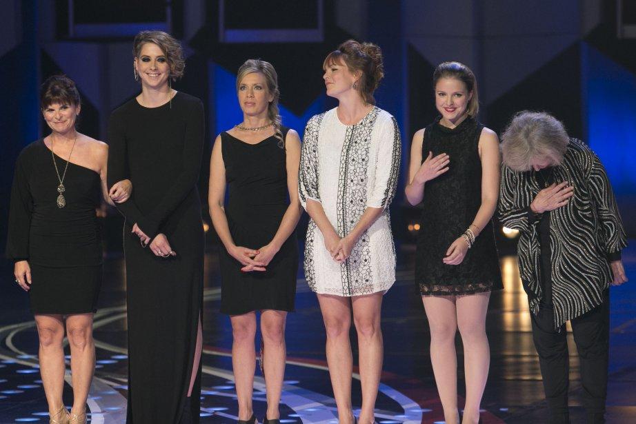 Les interprètes de «Unité 9» ont accepté le prix du public. (PHOTO HUGO-SÉBASTIEN AUBERT, LA PRESSE)