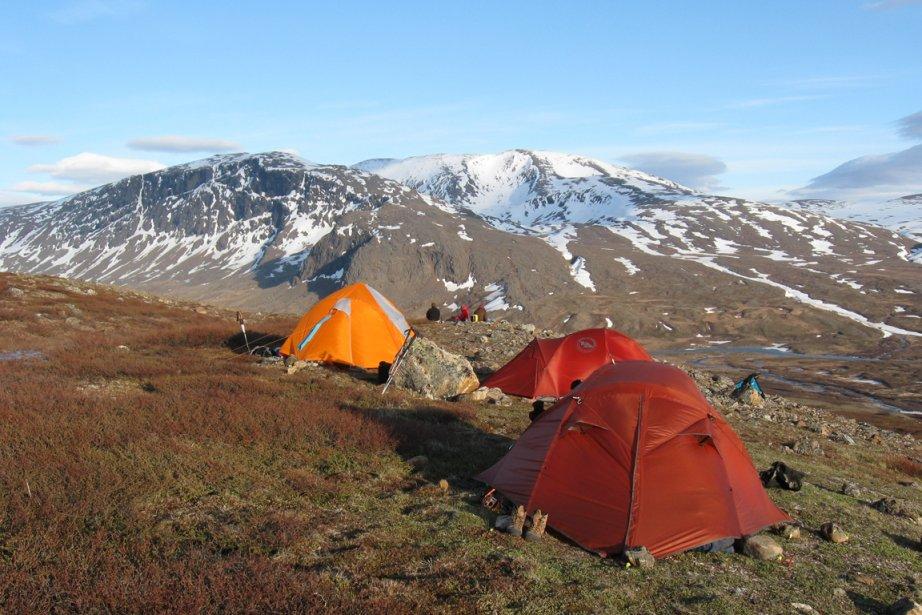 Un site de camping balayé par les vents offre une vue extraordinaire sur la vallée de la rivière Koroc. | 16 septembre 2013