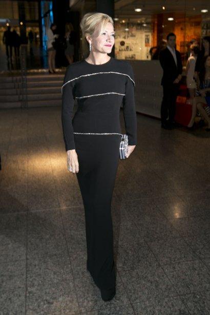 Élise Guilbault ne se gêne pas pour dire qu'elle a pris la journée pour se préparer à assister au gala des Gémeaux: «Bien sûr! C'est amusant de jouer le jeu!» | 16 septembre 2013