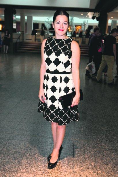 À propos des tapis rouges, Sophie Cadieux a mentionné qu'elle trouve toujours rigolo de se faire parler de la marque de sa robe, de ses bijoux et de ses chaussures: «Un jour, quelqu'un me demandera peut-être quels sous-vêtements je porte. Mais pour l'instant, personne n'a été jusque-là!» | 16 septembre 2013