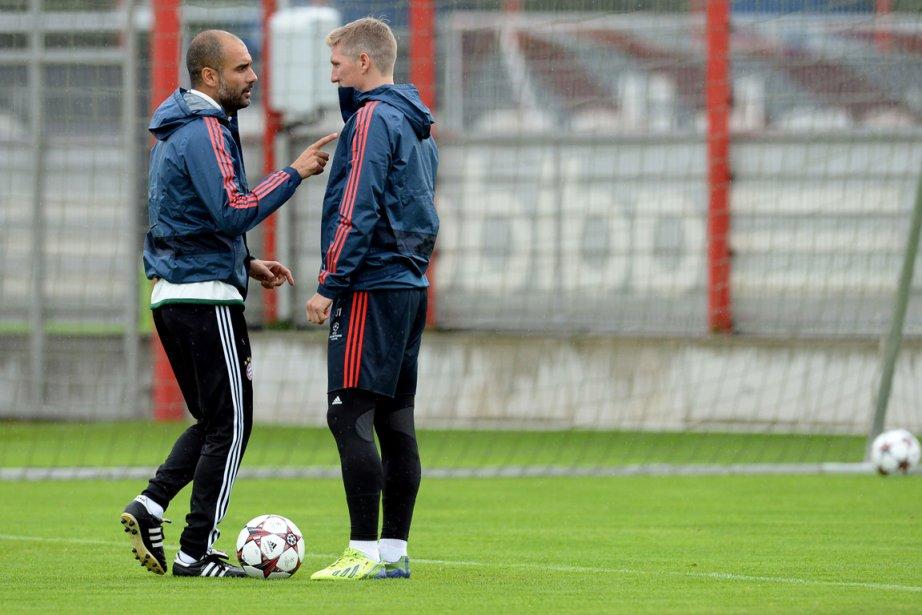 L'entraîneur du Bayern Munich, Pep Guardiola, s'est entretenu... (Photo Christof Stache, AFP)