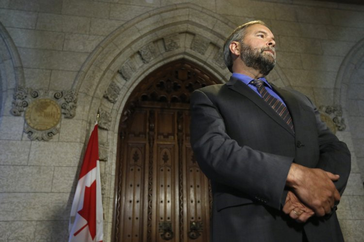 Thomas Mulcair en point de presse lundi à... (Photo: Reuters)