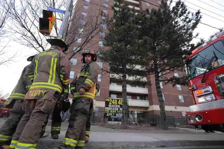 Le renvoi de trois pompiers torontois suite à des commentaires... (Archives PC)