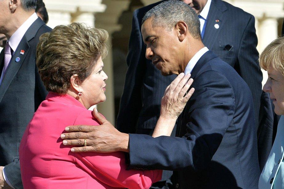 La présidente brésilienne Dilma Rousseff s'entretient avec son... (PHOTO JEWEL SAMAD, ARCHIVES AFP)