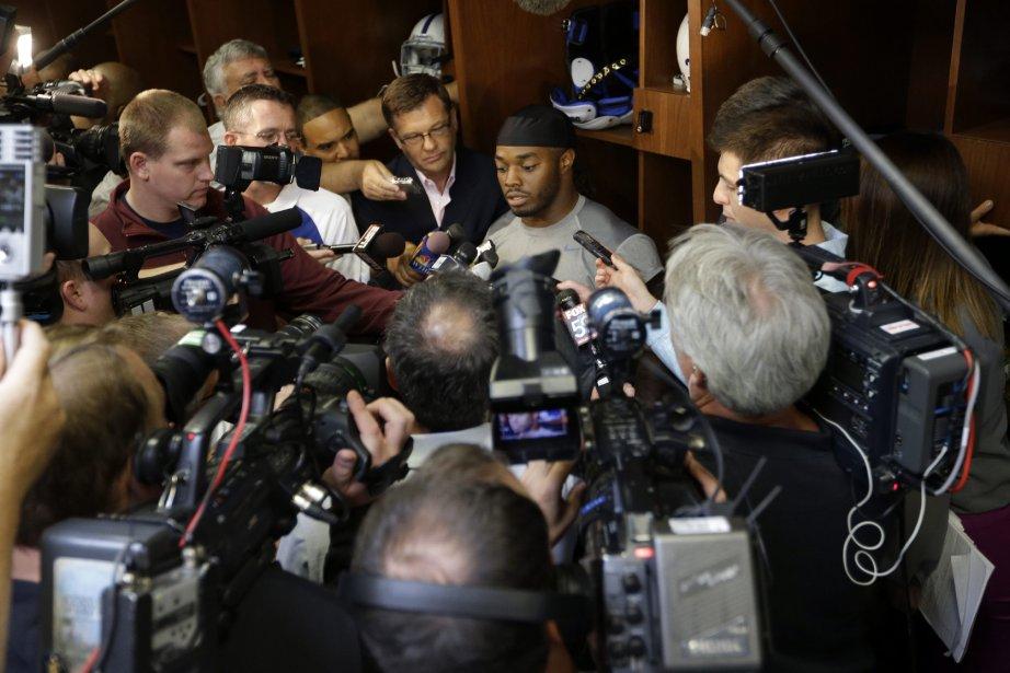 Le joueur Trent Richardson en entrevue, nouveau venu... (Photo Michael Conroy, AP)