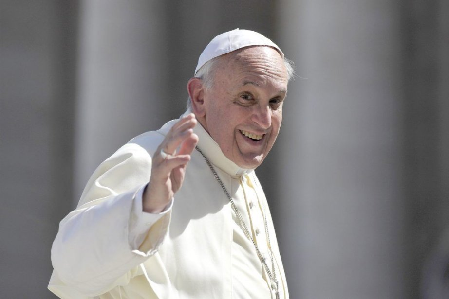 Le pape appelle les prêtres à «accompagner» les... (PHOTO TIZIANA FABI, AFP)