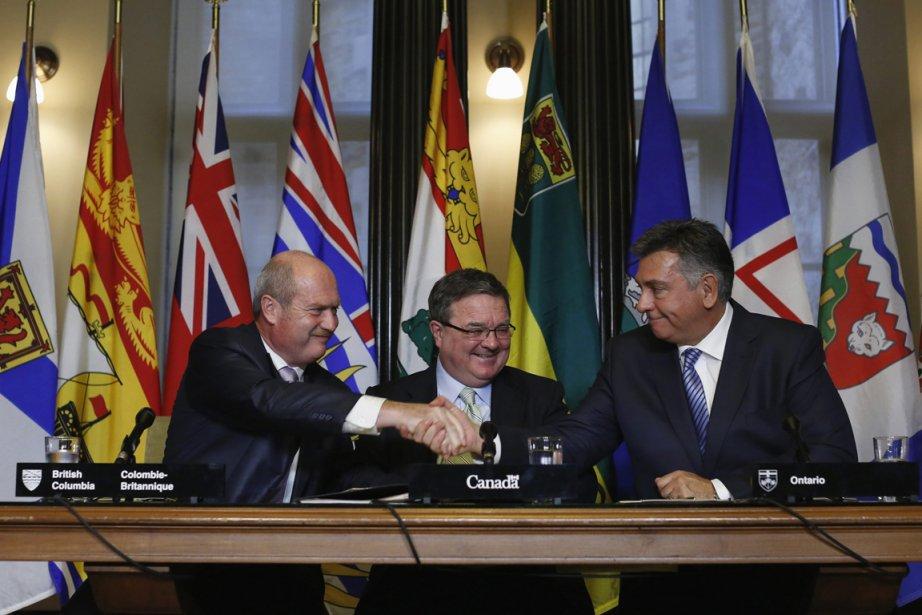 Le ministre fédéral des Finances, Jim Flaherty (au... (Photo Chris Wattie, Reuters)