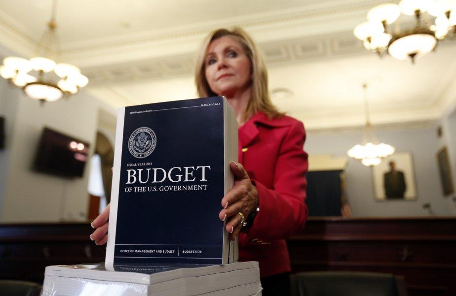 Une copie du budget 2014 du gouvernement de... (Photo KEVIN LAMARQUE, Archives Reuters)