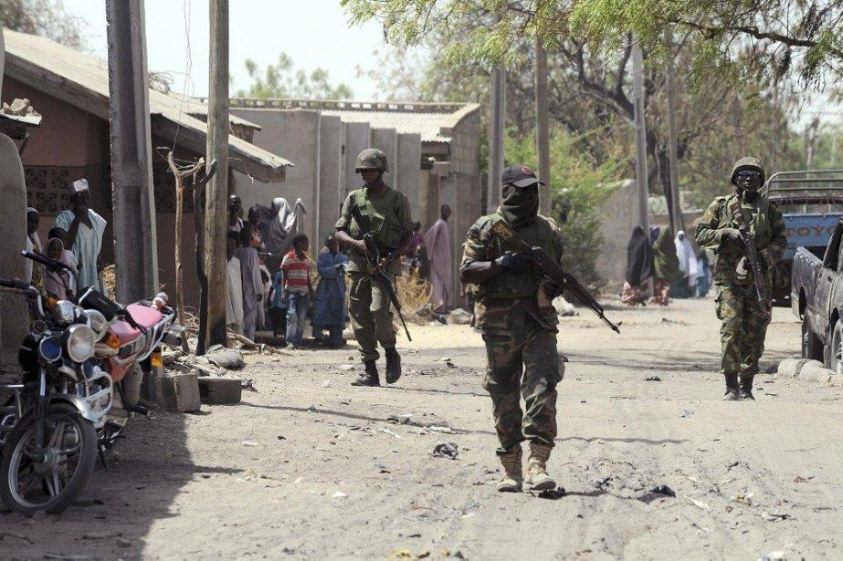 Des soldats nigérians patrouillent les rues de Baga,... (PHOTO PIUS UTOMI EKPEI, AFP)