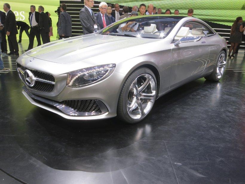 Mercedes-Benz a levé le voile sur un prototype, qui serait une version coupé de Classe S. Quoique sa production n'ait pas été confirmée, ce coupé à moteur V8 de 449 chevaux remplacerait celui de Classe C. Il pourrait alors faire concurrence aux coupés Bentley Continental de ce monde. (Photo Éric Descarries, collaboration spéciale)